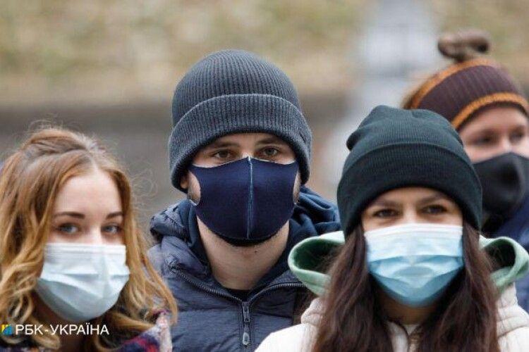 Карантин в Україні можуть посилити після Нового року