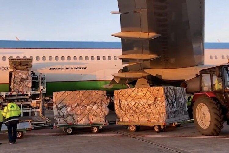 42,5 тисячі захисних медичних костюмів від Порошенка прибули в Україну