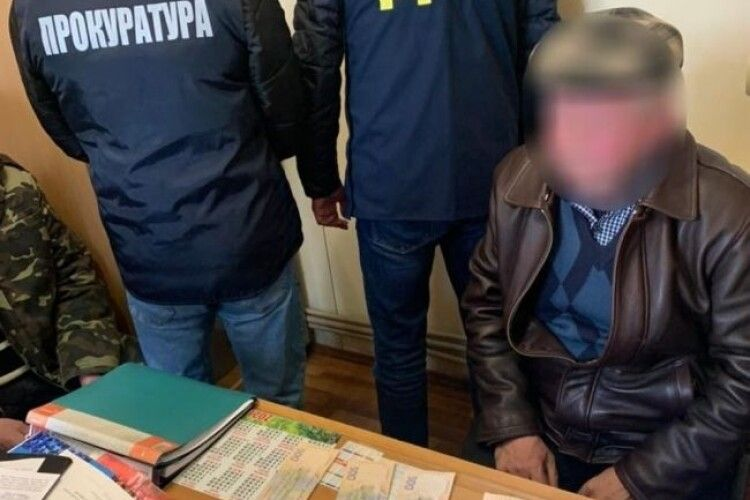 На Рівненщині на хабарі «погорів» директор ринку