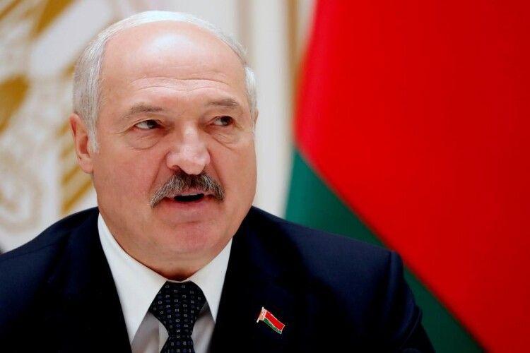 Бацька Лукашенко заборонив підлеглим брати у владу коханок і коханців
