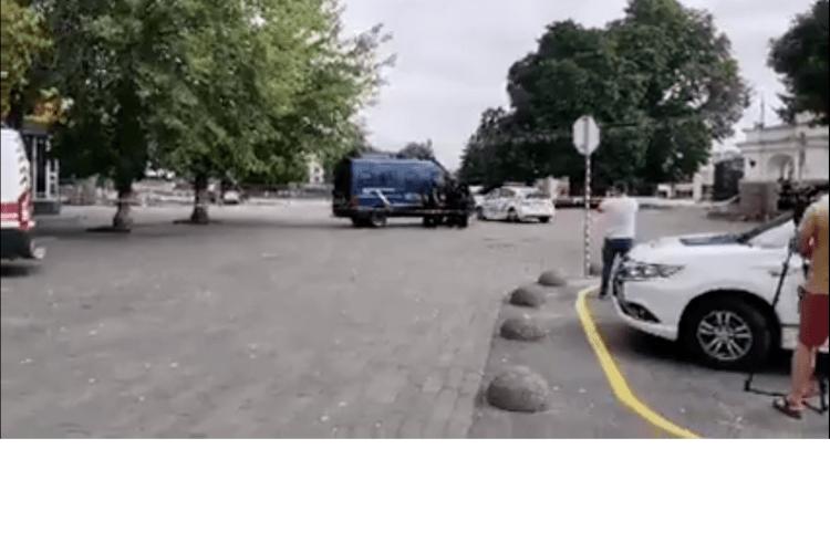 Чоловік у Луцьку захопив автобус із заручниками (Офіційно, відео)