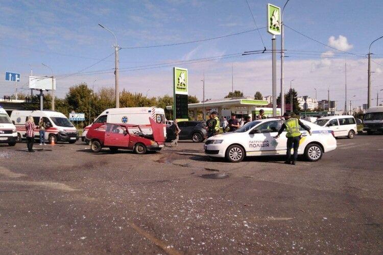 Приїхали три швидкі: у Луцьку поблизу «Там-Таму» не розминулися автомобілі