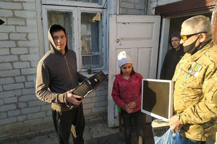 УКнягининівській ОТГ колишні атовці подарували дітям комп'ютери