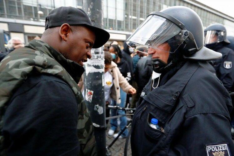 У Берліні після демонстрації проти расизму виникли сутички: травмовано 28 поліцейських