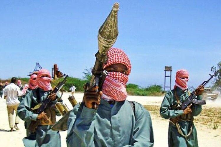 УСомаліврезультаті нападу бойовиків наготель в місті Кісмайо загинули щонайменше 26 людей