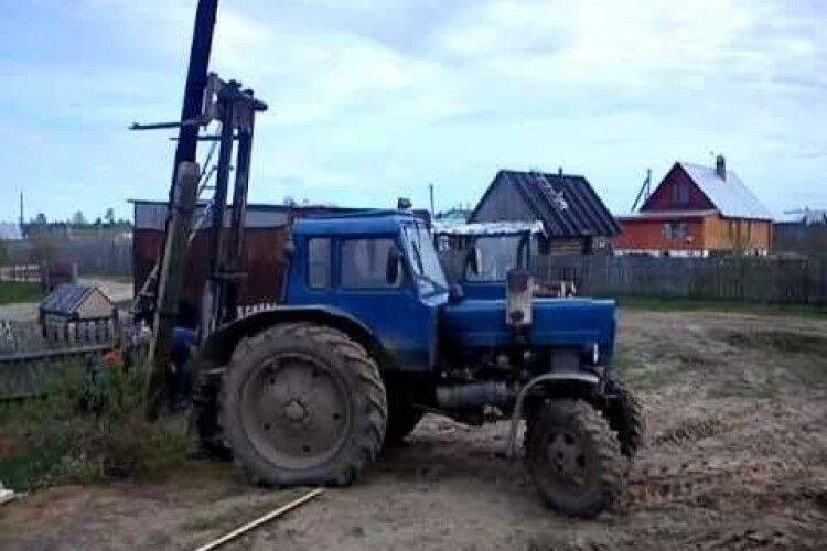 На Волині тракторист в'їхав в електричний стовп
