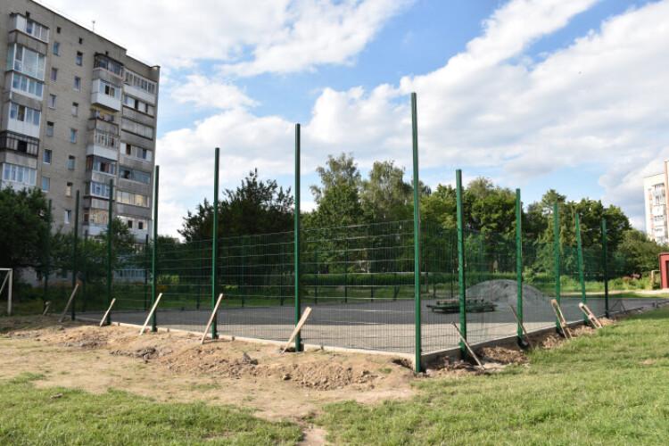 У Луцьку збудують ще один спортивний майданчик зі штучним покриттям