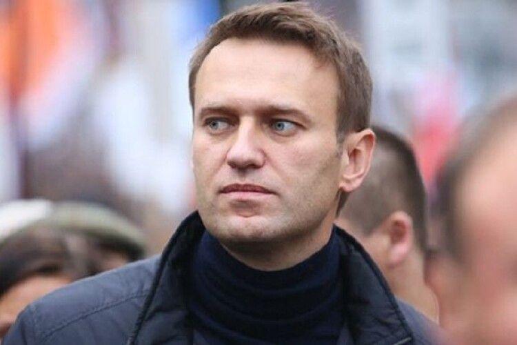 Медики кажуть, що рятують життя головного російського опозиціонера Навального