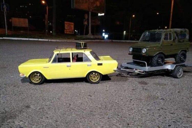 Ювелір з Рівного розробляє моделі автівок вітчизняного автопрому. Усі вони – на ходу (Фото)
