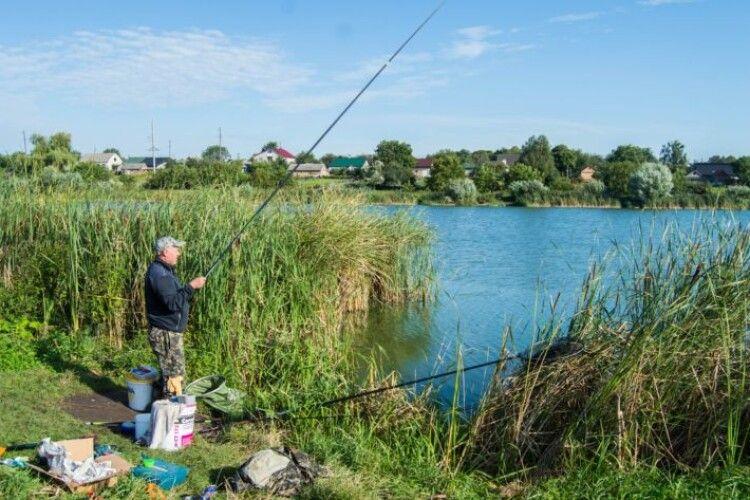 У Нововолинську вперше участь у змаганнях рибалок беруть не тільки дорослі, а й діти