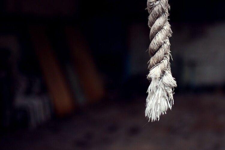 Спускалися по мотузці й стрибали з вікон: українці в Польщі попалися на порушенні карантину
