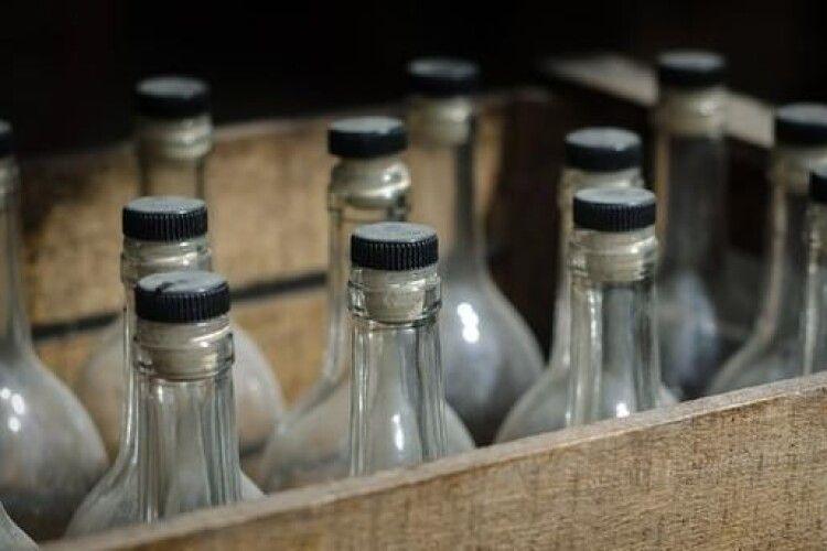 Лучанку судитимуть за торгівлю контрафактним спиртним