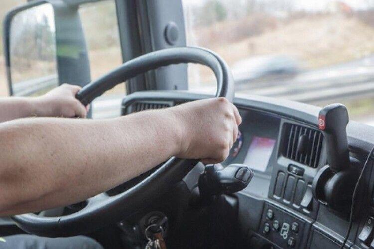 Температура в кабіні сягала +47 градусів: водій трамвая втратив свідомість під час руху (Фото)