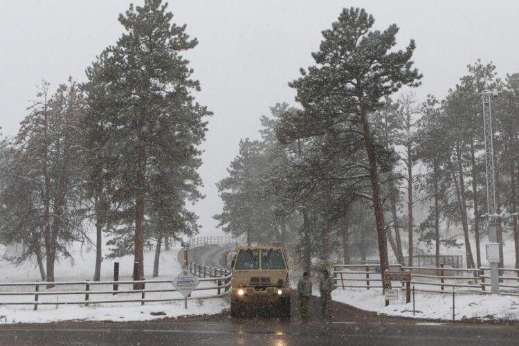 В окремих регіонах США та Канади протягом доби на зміну спекотному літу прийшла справжня зима