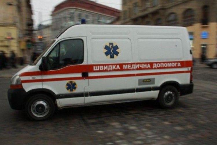 У Львові  «швидка» збила жінку з дитиною
