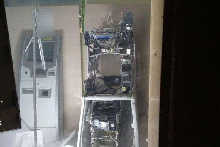 Уночі підірвали банкомат у відділенні «Ощадбанку» (Фото, відео)