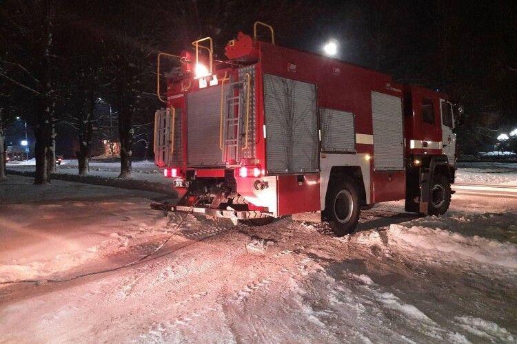 На Волині рятувальники витягнули вантажівку, яка перегородила рух автомобілів