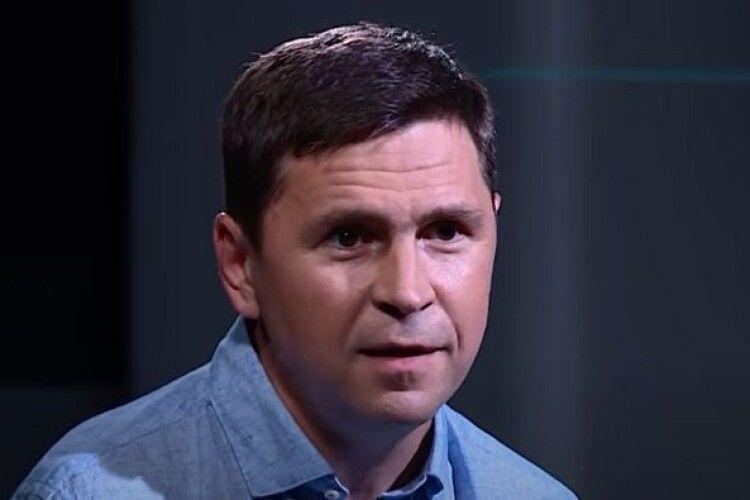 Радник Єрмака у переписці з ведучим телеканалу «НАШ» обговорили закриття «Прямого»
