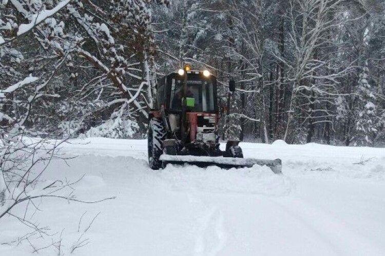 На Волині трактор чистив сніг і на смерть переїхав людину