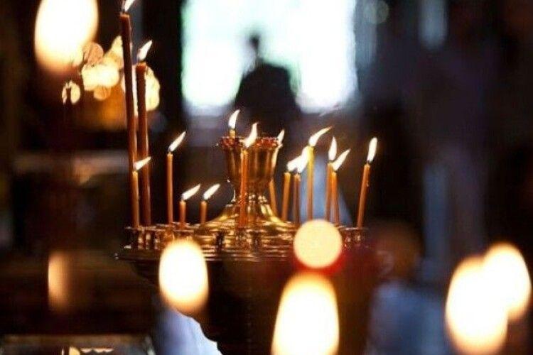 Молитися щодня о 21-й: волинян закликають боротися з епідемією дзвонами і молитвами