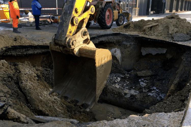 У Луцьку під час ремонту водогону виявили ще один аварійний порив