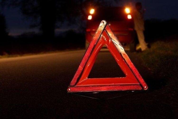 На Рівненщині посеред ночі «Ford» наїхав на велосипедиста (Фото)