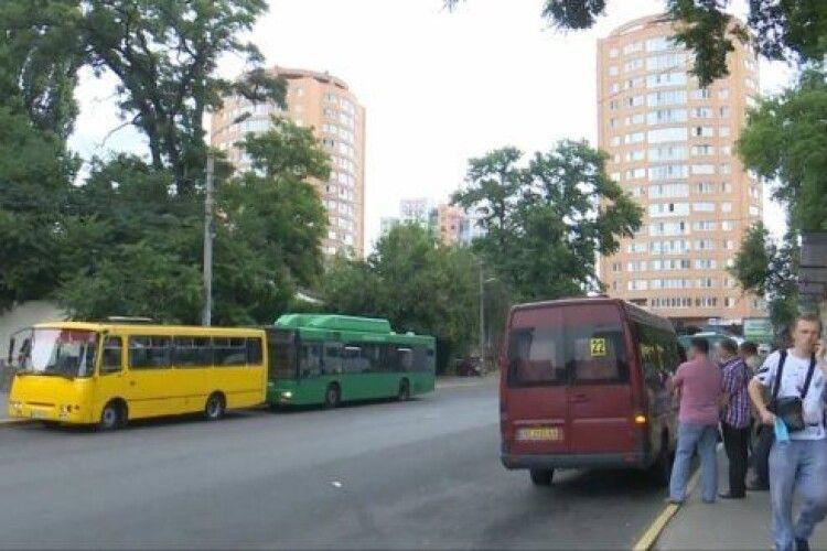 Водій маршрутки переїхав жінку на пішохідному переході (Відео)