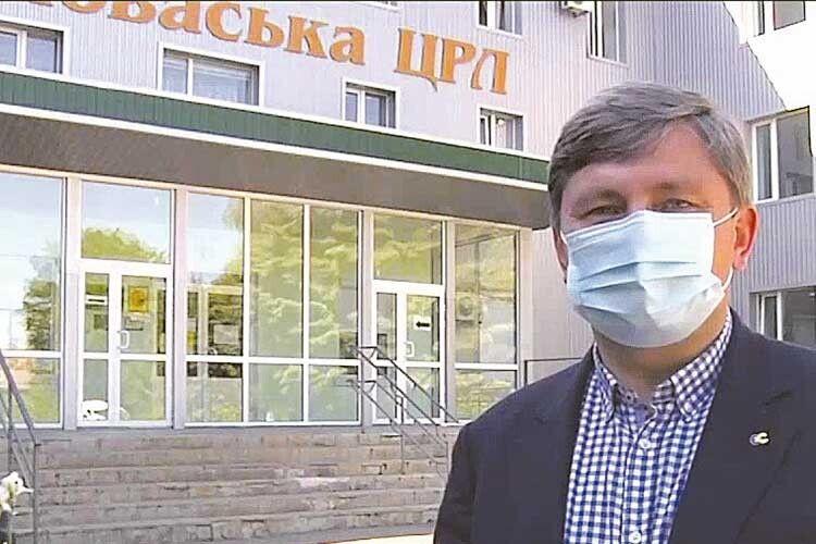 Через тиск влади лікарня уВолновасі відмовилась приймати захисні костюми від Фонду Порошенка