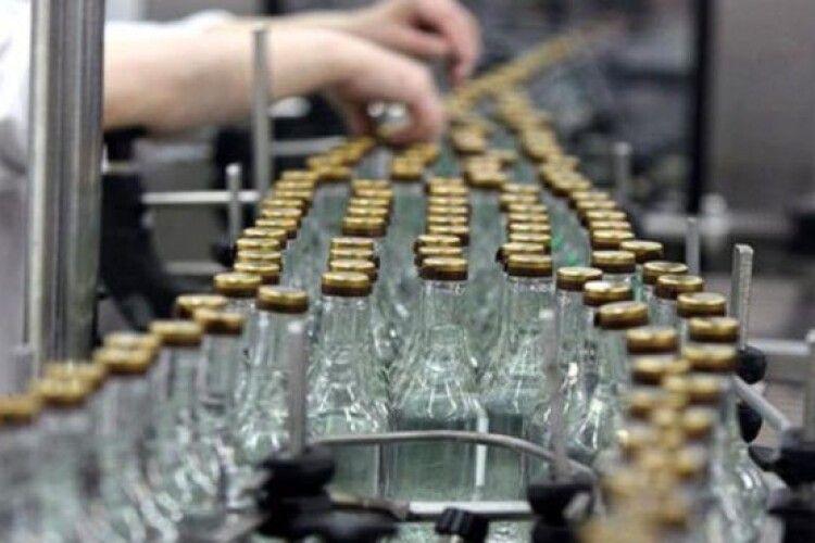 Половина горілки виробляється в Україні нелегально