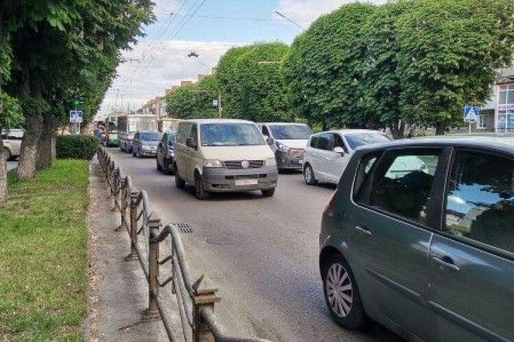 У Луцьку на проспекті Перемоги – аварія (Фото)