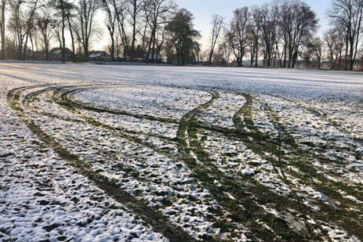 На Волині вандали пошкодили футбольне поле