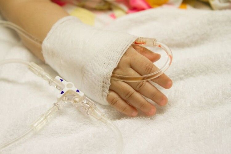 Рідні звинувачують медиків: однорічна дівчинка померла через зерня кукурудзи