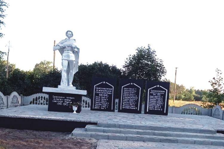 Понад 30 000 гривень — за таку суму облаштували територію біля пам'ятника (на фото) загиблим воїнам уроки Другої світової війни вселі Березна Воля Любешівської громади