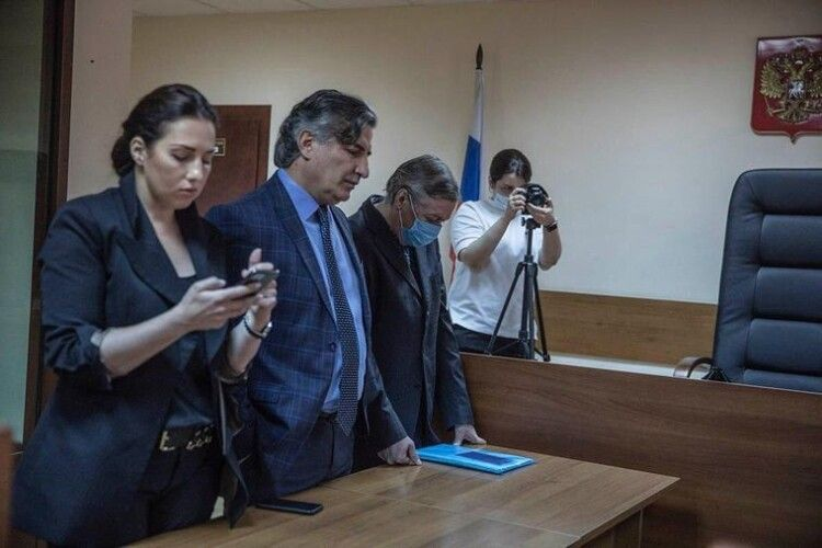 Російського актора Єфремова визнали винним у смертельній ДТП та засудили до 8 років колонії