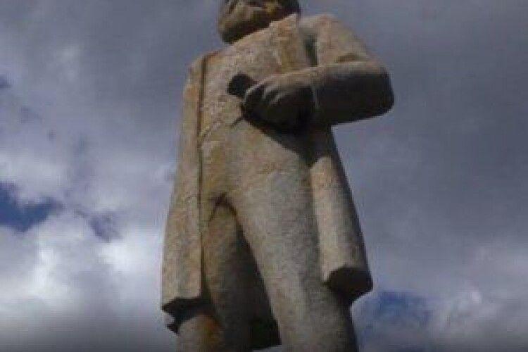 У селі знайшли 5-метровий пам'ятник Карлу Марксу