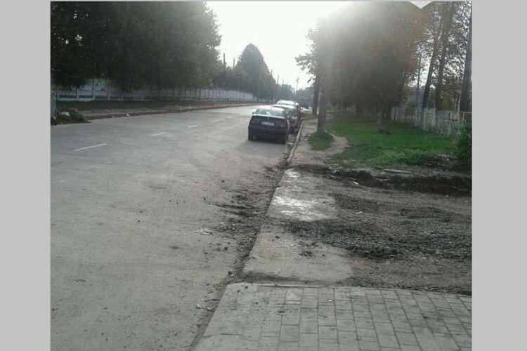 У Луцьку оштрафували будівельників за забруднення дороги