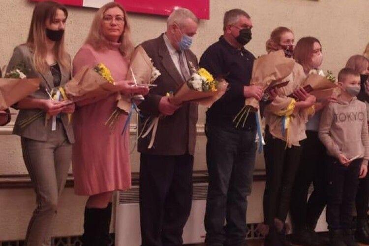 Голова Волиньради вручив рідним загиблих на Сході краян посвідчення «Почесного волинянина»