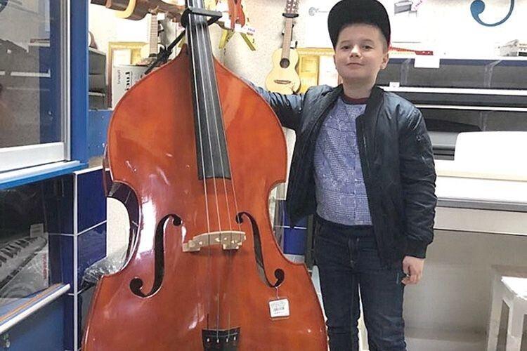 12-річний Петро Матуляк уже грає  на 6 інструментах