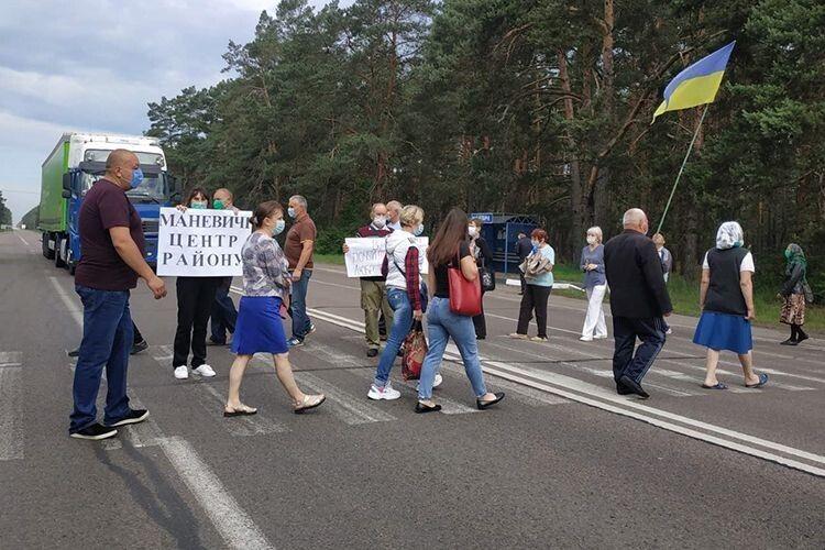 Маневиччани перекрили міжнародну трасу, протестуючи проти приєднання до Каменя-Каширського (Відео)