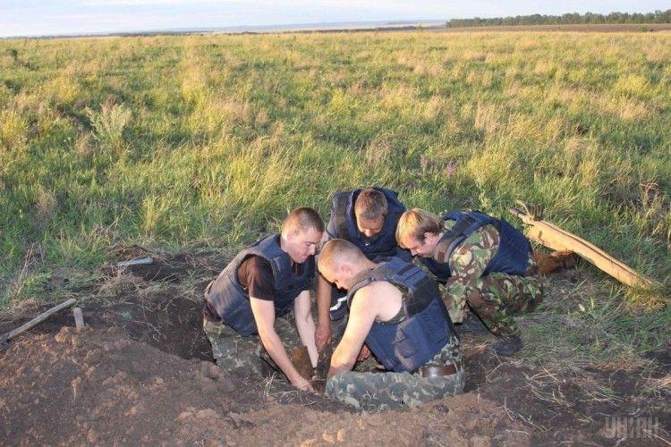 На Дніпропетровщині дядько «виорав» на городі 500-кілограмову фугасну бомбу