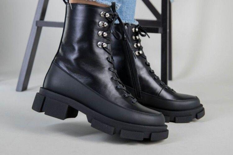 Горохівчанка залишилася ні з чим, купляючи взуття у фейсбуці
