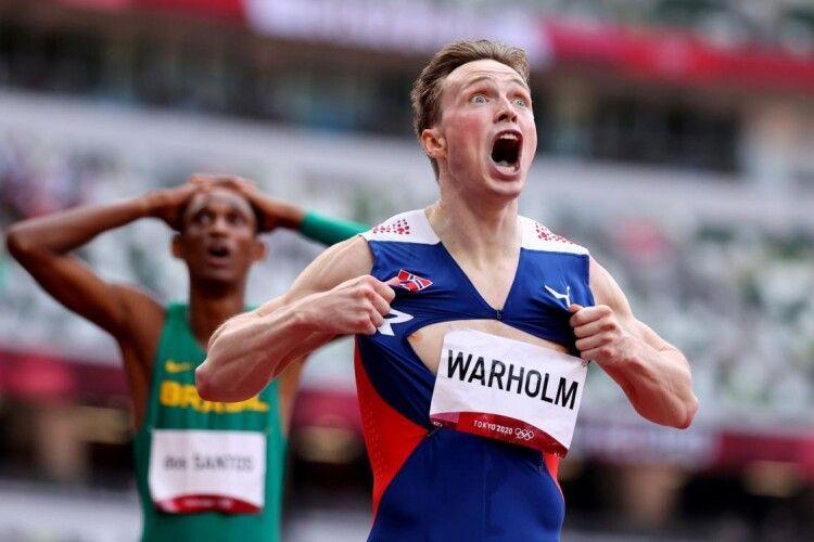 Норвежець переміг з олімпійським рекордом і на радощах порвав на собі майку (Фото)