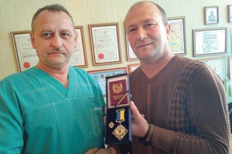 За хірурга Олександра Кругляка моляться у Новому Айдарі