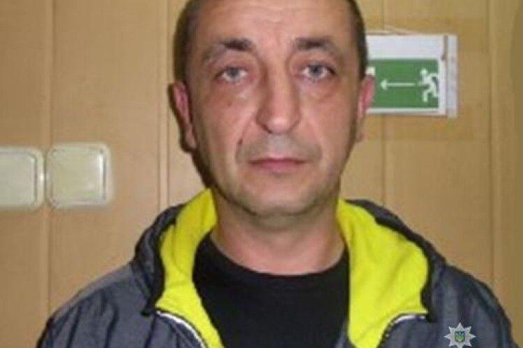 Поліція розшукує 48-річного лучанина за підозрою у шахрайстві