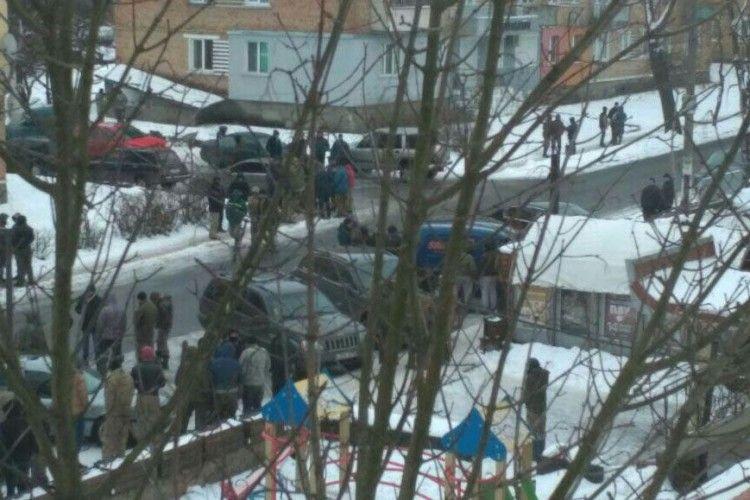 Бурштинова війна на Рівненщині: дві сотні старателів напали на поліцейських (Відео)