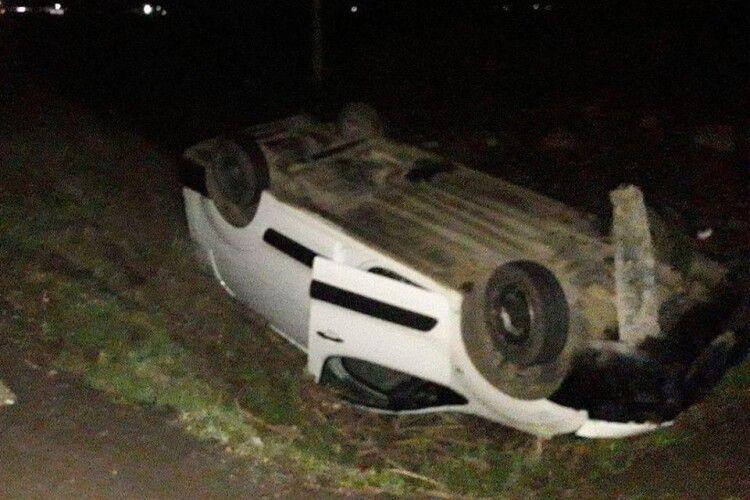 На Маневиччині ДТП: авто знесло у кювет і загорілося
