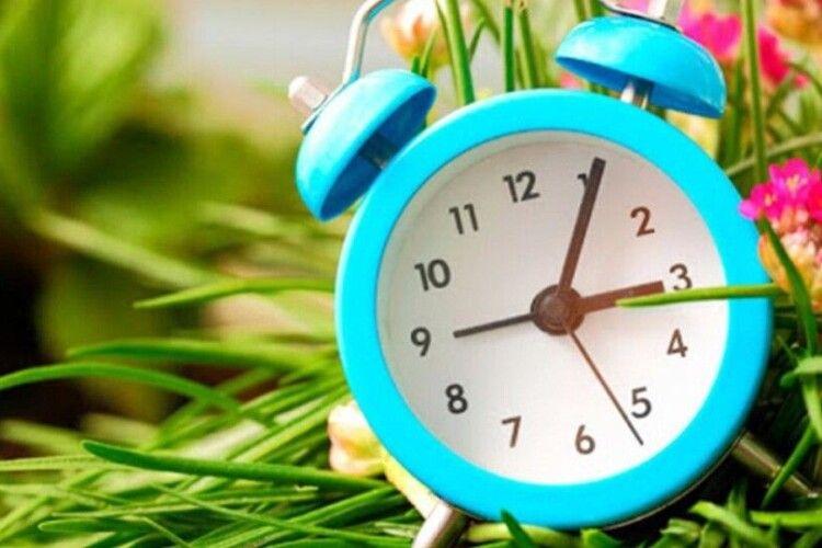 Переходимо на літній час: куди і коли переводити стрілки годинників