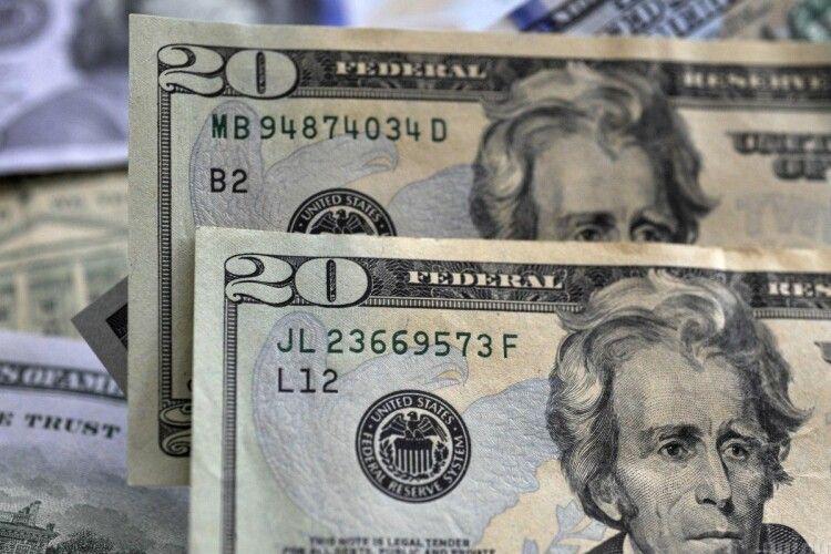 У США бабця виявила на своїй банківській картці мільярд доларів