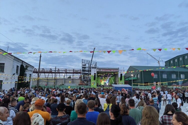 На день селища на Горохівщині зібралися тисячі людей (Фото)