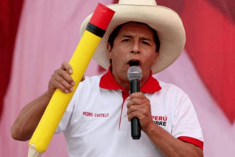 Шкільний вчитель переміг на президентських виборах у Перу